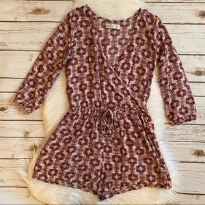 HOLLISTER LONG SLEEVE PRINTED ROMPER SMALL